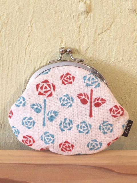 画像1:  【お買い得 20%OFF】 レトロ小紋の手ぬぐいがま口 お母さんの薔薇庭 (1)