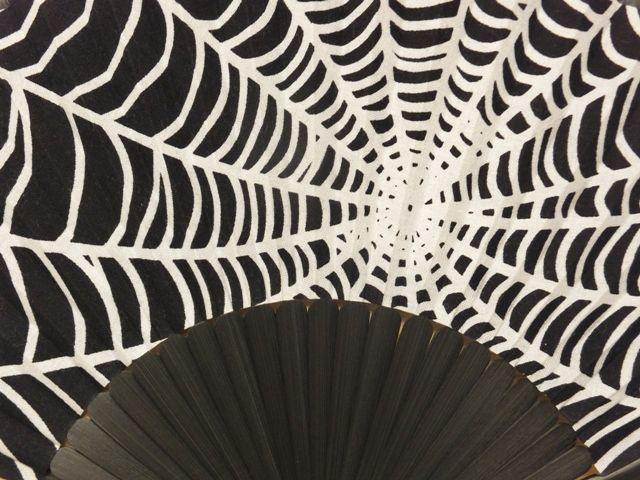 画像2: 染の安坊の手ぬぐい扇子 蜘蛛の巣
